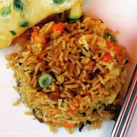 Thai vegetable fried rice https://naturalhealthconsciousliving.com/2015/01/28/thai-vegetable-cashew-fried-rice/