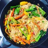 Singapore noodles https://naturalhealthconsciousliving.com/2019/02/13/singapore-noodles-vegetarian/