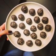 Almond, choc + vanilla bliss balls https://naturalhealthconsciousliving.com/2019/05/15/almond-choc-vanilla-bliss-balls/
